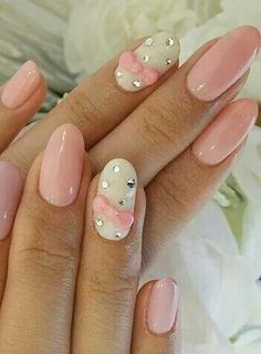 Oval nails, light pink and white