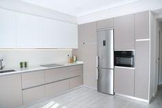 Simplistic, clean and stylish kitchen Kitchen Room Design, Luxury Kitchen Design, Kitchen Cabinet Design, Home Decor Kitchen, Interior Design Kitchen, New Kitchen, Home Kitchens, Modern Kitchen Cabinets, Stylish Kitchen
