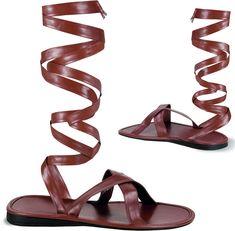 c6ac644045861 Sandales homme   Ces sandales romaines pour homme effet cuir sont de  couleur marron. Elles. deguisetoi.fr