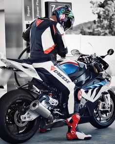 Motorcycle Suit, Jackets For Women, Women's Jackets, Take That, Guys, Bikers, Leather, Instagram, Motorcycle Outfit