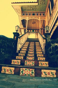 Filipino Home Styling. Iconic Stairs in ancestral Filipino houses Filipino Architecture, Philippine Architecture, Spanish House, Spanish Colonial, Philippine Houses, Philippine Art, Residential Architecture, Architecture Design, Filipino House