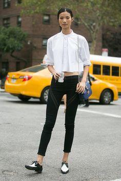 20 個街拍達人示範:如何用平底鞋穿出比高跟鞋更氣勢難擋的時尚氣場?