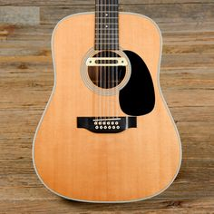 """Summary Body: Spruce top with rosewood back and sides Neck: Mahogany neck with a medium-round profile, 1 7/8"""" wide nut, ebony fretboard, 16"""" radius, and dot inlays Pickups/Hardware: Martin tuners, LR"""