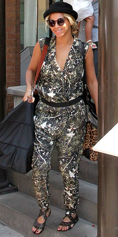 I usually look at People Stylewatch to get ideas for chic outfits, not for what to wear if I'm painting my house. I assume she got this at Home Depot.