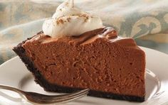 No-Bake Chocolate Cheesecake Pie. A rich, chocolate cheesecake that's easy to make and will impress your guests! This no-bake recipe is simple to prepare and makes a perfect make-ahead dessert option. No Bake Chocolate Cheesecake, Chocolate Pie Recipes, Cheesecake Pie, Chocolate Desserts, Cheesecake Recipes, Baking Chocolate, Melting Chocolate, Cheesecake Squares, Frozen Chocolate