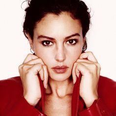 Monica Bellucci Hottest Stylish Celebs
