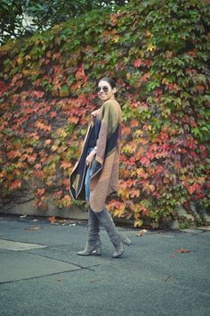 Michelle's Style File | Melbourne fashion blog | Australian style blog | Poncho, shawl, wrap | Over the knee boots outfit | Wittner | grey boots | Jeanswest jeans | RayBan #michellesstylefile