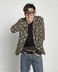 """Yoo Ah In Shows A Variety of Looks with """"Vogue Korea"""" 