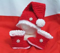 Crochet Child Booties Child's First Christmas Crochet Baby Booties Crochet Baby Shoes, Crochet Baby Clothes, Cute Crochet, Crochet For Kids, Crochet Crafts, Crochet Projects, Knit Crochet, Booties Crochet, Crochet Santa