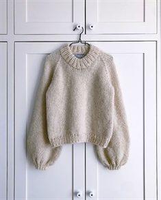 Ravelry: Holiday Sweater pattern by PetiteKnit Sweater Knitting Patterns, Knit Patterns, Knitting Sweaters, Chunky Sweaters, Sewing Patterns, Drops Alpaca, Ravelry, Chunky Knitwear, Vogue Knitting