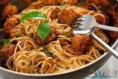 Receita de Macarrão com almôndegas ao molho de tomates em receitas de massas, veja essa e outras receitas aqui!