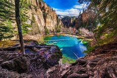12 Most Enchanting Spots in Colorado Hanging Lake Glenwood Springs Le Colorado, Road Trip To Colorado, Colorado Hiking, Colorado Mountains, Glenwood Springs Colorado, Dream Lake Colorado, Colorado Springs Things To Do, Colorado Places To Visit, Woodland Park Colorado
