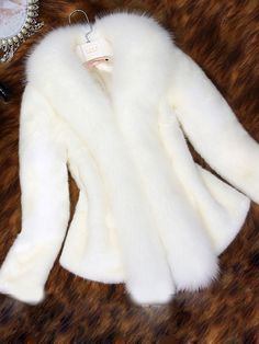 Cheap faux mink coat, Buy Quality cape fur directly from China fur fox Suppliers: 2016 ladies white faux mink coat Cape fur fox fur collar short coat outerwear warm slim covered button overcoat femininos Oversized Mantel, Oversized Coat, Coats For Women, Jackets For Women, Clothes For Women, Fur Fashion, Fashion Outfits, Winter Fashion, Womens Fashion