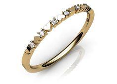 Anel em ouro com 6 diamantes de qualidade VS. No design desta jóia, diamantes se intercalam com corações de forma graciosa.