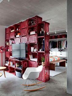 Preciso de ajuda! Meu apartamento é pequeno e quero deixar o quarto mais isolado, mas sem que pareça menor ainda. O que você me sugere? Obrigada Diana Resposta:Oi Diana! Muito boa a sua pergunta. Existem várias opções para delimitar sem