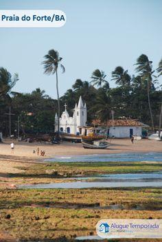 A Praia do Forte está situada no município baiano de Mata de São João, a cerca de 50 km de Salvador. A maneira mais fácil de chegar até lá é pela bonita e bem conservada Estrada do Coco. A beleza natural misturada a sua história fazem da Praia do Forte um dos destinos mais procurados da Bahia.