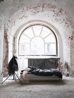 Gorgeous window, beautiful light. Love it. Photo:Stellan Herner Via: @Rue Magazine
