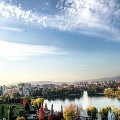 "102 aprecieri, 2 comentarii - Ana •CREATIVE POSTS• (@solnitacuvise) pe Instagram: ""Toamna în Cluj.🍂🍁 #Romania _______________ • • #ig_romania #tv_romania #instaromania #cluj…"" Romania, River, Instagram, Creative, Outdoor, Outdoors, Outdoor Games, The Great Outdoors, Rivers"