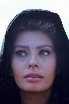 Sophia Loren. Pink lips.