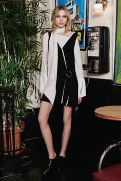Cinq à Sept Pre-Fall 2016 Fashion Show  http://www.vogue.com/fashion-shows/pre-fall-2016/cinq-a-sept/slideshow/collection#12