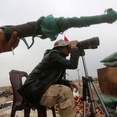 Forze armate irachene nella periferia di Tikrit durante le operazioni per liberare la città dal gruppo dei jihadisti dello Stato islamico