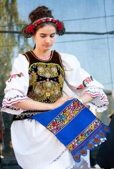 romanian holiday dress the traditional dress for romanian women Romanian Women, Coloured People, Costumes Around The World, International Clothing, Ethnic Dress, Folk Costume, Women In History, Korean Outfits, Ethnic Fashion