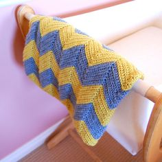 DIY Crochet Chevron Baby Blanket: So easy even a beginner crocheter can tackle this one. www.yellowdandy.com