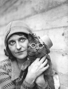 +~+~ Vintage Photograph ~+~+ Flapper gal and her stylish cat.