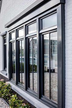 Bertram Beerbaum tries to underscore that the design is only half of the success of the execution. Modern Window Design, Window Grill Design, Door Design, House Design, Modern Brick House, Living Room Windows, Kitchen Windows, Zen House, Black Windows
