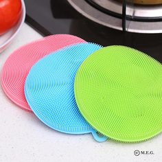 Magic Cleaning Silicone Sponge With micro bristles, the Magic Sponge will make washing dishes feel like a breeze! Not only can it clean your dishes like magic, but this flexible, silicone brush can also be used on many other surfaces. It's guarantee Dish Washing Brush, Wash Brush, Washing Dishes, Buy Kitchen, Kitchen And Bath, Bleu Cyan, Pots, Kitchen Sponge, Brush Cleaner