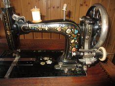Schöne alte Nähmaschine von Haid & Neu, reichlich verziert, mit Zubehör in in Schefflenz Haid & Neu sewing machine
