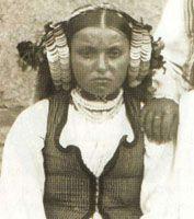 Oglavlje Trvelji sa prevezom, karakteristično za centalno-balkansko područje Distinctive hairstyle for young wowen from central Balkan area