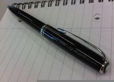 Extrajeron un bolígrafo que permaneció 25 años en el estómago de una paciente