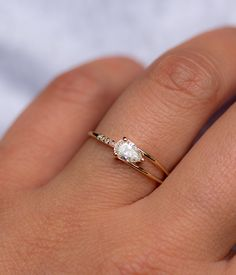 Start your happily ever after on a sweet note with these rose gold morganite engagement ring set from Camellia Jewelry. Scrupulously handmade in fine detail, this floral morganite ring set will show her how much you care without breaking the bank. Gold Diamond Wedding Band, Diamond Bands, Diamond Jewelry, Gold Ring, Silver Jewelry, Silver Rings, Jewlery, Deco Engagement Ring, Rose Gold Engagement Ring