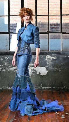 Denim dress, recycling jeans, dress from old jeans(Diy Bag Jeans) Diy Jeans, Recycle Jeans, Recycled Fashion, Recycled Denim, Crazy Dresses, Prom Dresses, New Mode, Vetements Clothing, Kleidung Design