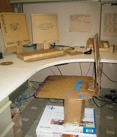 Cardboard Wrapped Office Prank (more pranks at link) - Socialphy Funny Office Pranks, Top Pranks, Funny April Fools Pranks, April Fools Day Jokes, School Pranks, Great Pranks, Funny Pranks, Prank Ideas, Awesome Pranks