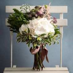 El ramo de Inés. Hortensias, astilbe, astrancia, rosas ramificadasy limonium