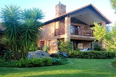 """4 STAR review for Barry Burn Golf Villa ~ White River, Kruger Park. """"Perfectly situated right next to the beautiful golf course. The house has everything one needs. Very well priced."""" ~ Esther Click on pic to see more of Barrry Burn Golf Villa. Golf Estate, Kruger National Park, Burns, Golf Courses, Villa, Cottage, River, Mansions, House Styles"""