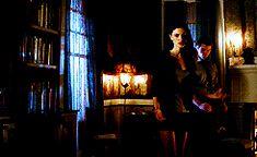 The Originals – TV Série - Elijah Mikaelson - Daniel Gillies - Hayley Marshall - Phoebe Tonkin - rainha - queen - lobo - Wolf - casal - couple - amor - love - kiss - beijo - gif - 2x09 - The Map Of Moments - Mapa Dos Momentos