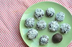 Coconut Chocolate Date Ball  http://fivefocus.ca/chocolate-coconut-date-balls/