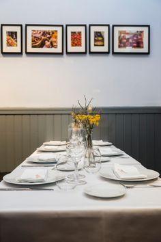 La decoración del restaurante está protagonizada por unas preciosas fotos de mercados españoles e internacionales y de los productos allí expuestos