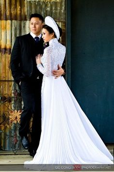 traditional vietnamese dress.        ///////.     Vietnamese/English wedding invitation @ www.ThiepCuoiCali.com.        ///////////.