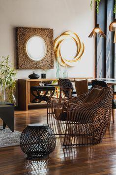 Inspiração ousada e criativa, na composição das peças e materiais vitrine by Amanda Pinheiro, #decoracaodeinteriores  #design #poltrona #espelho #banco #amandapinheiro #espaçoeforma #espaço e forma