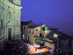 Cervo, musica sul sagrato Si apre il 16 luglio il festival internazionale più famoso dell'estate ligure. La magia della musica in un luogo unico come il sagrato della chiesa dei Corallini