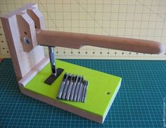 DIY Leatherwork Stitching Pony: I'd already bought one, but this might be useful for other folks. Leather Carving, Leather Art, Sewing Leather, Custom Leather, Leather Design, Leather Tooling, Leather Working Tools, Leather Craft Tools, Leather Projects