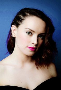 The gorgeous Daisy Ridley Daisy Ridley Hot, Daisy Ridley Star Wars, English Actresses, British Actresses, Actors & Actresses, Reylo, Kimberly Lee, Driving Miss Daisy, Star Wars Sequel Trilogy