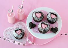 Get ready for love at first bite with these cute and delicious Valentines Day Cupcakes! Super Cute Valentines Day Cupcakes Below we've rounded up Cupcakes Au Cholocat, Heart Cupcakes, Brownie Cupcakes, Chocolate Cupcakes, Cupcake Cakes, Filled Cupcakes, Chocolate Desserts, Rose Cupcake, Sweet Cupcakes