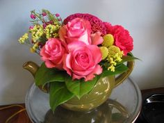 "Read: ""Teapot Flower Arrangement You Can Create"" Image: www.flymetothemoonflorists.com #diy flowers"