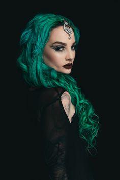 "p-oison-lips: ""toxikbarbie: ""iamshootermcgavin: ""Shooter McGavin x The Proserpina "" Ugh you're perfect "" Wow 😍 "" Dark Green Hair, Dark Hair, Blue Hair, Gothic Makeup, Dark Beauty, Gothic Beauty, Coloured Hair, Bright Hair, Cool Hair Color"
