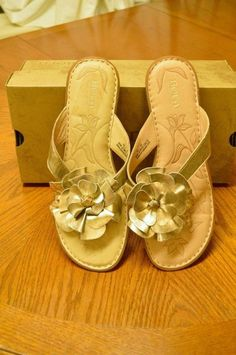 5e431d9f50339c Born Mazzy Floral Leather Thong Sandals 10 42 Silver Summer Party Cute  Comfy Fun